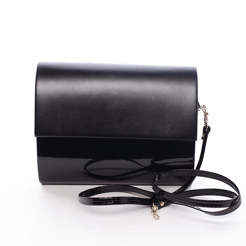 Stredná dámska elegantná listová kabelka čierna lesklá - Delami Sandiego čierna