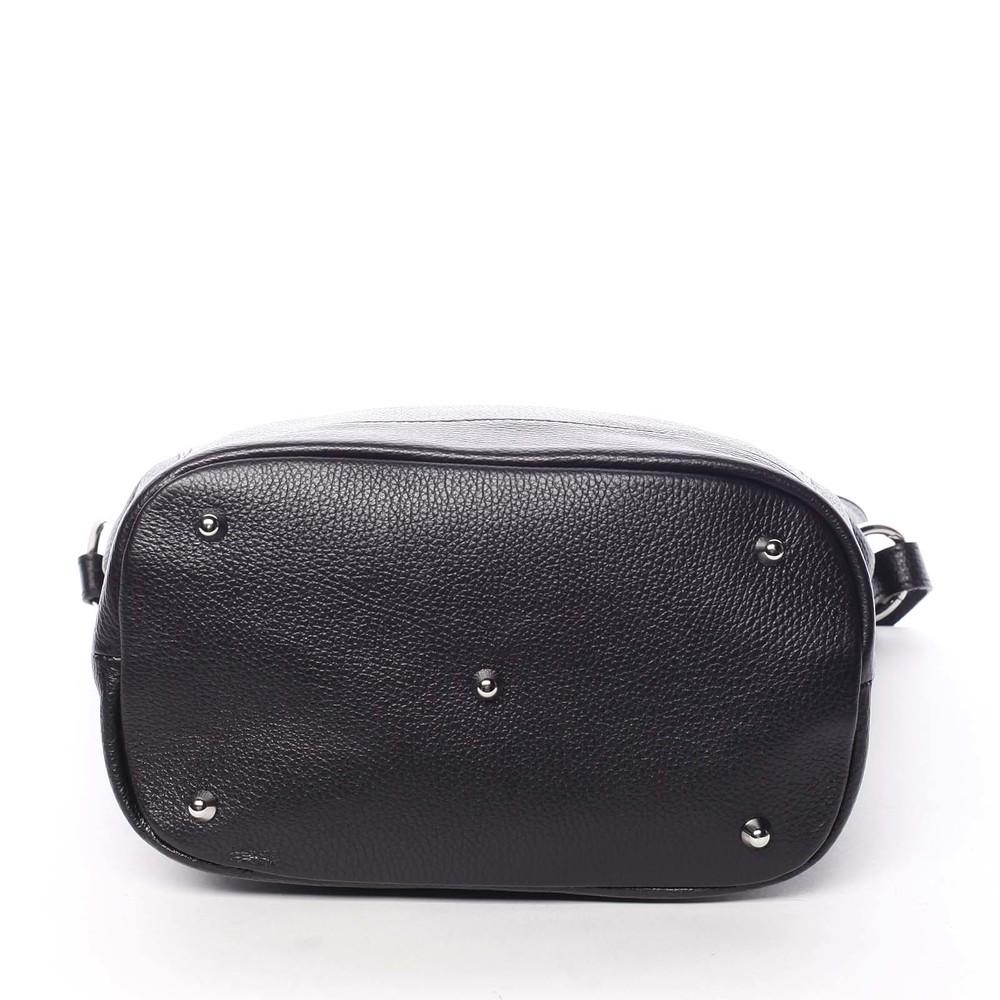 aad6e84b5df0d ... Dámska kožená prešívaná kabelka cez rameno čierna - ItalY Achlys ...